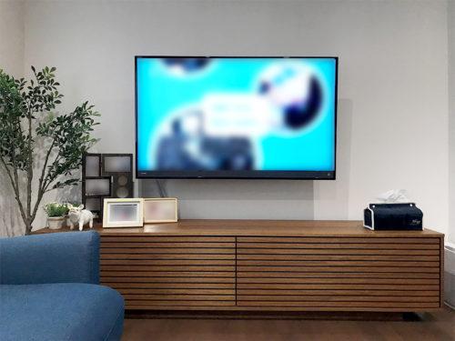 テレビを壁掛け完了した様子